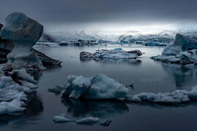 Glow over the breiðamerkur glacier in south iceland