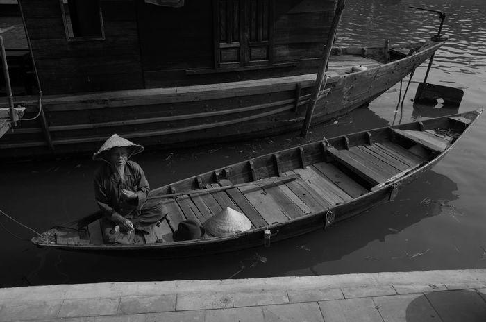 Gondola - Traditional Boat Nautical Vessel Old Chinese Man One Person Outdoors People Vietnamese Man First Eyeem Photo Sanpan EyeEmNewHere