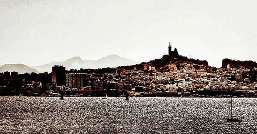 Panorama sur Marseille 🆒 Nikon NikonD5500 Nikonfr Igersfrance Igersmarseille Massilia Frioul Island Boat Bnw_captures Belambrawards Objectifmonument Jaimelafrance Ig_worldclub Ig_europe Ig_great_pics Bnw_life Bnw_marseille  All_bnwshots Bnw_demand Marseillerebelle Ohprovence Marseillecartepostale