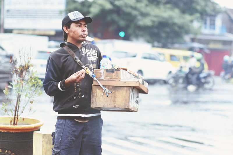 Cigarette Street Seller waiting by the roadside for passers by Bandung, West Java Bandungcity Cigarette  Daily Life Hope Life Lifestyles Occupation People Street People Street Photography Street Seller Streetphotography Travel Working