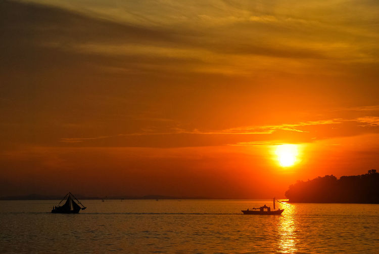 Sunset Sea Silhouette Tourism Travel Scenics Travel Destinations Landscape PenyengatIsland Tropical Climate Eyeem Select Boats⛵️ Decorative Ship Stockphoto Penyengat Island Sailing Ship EyeEm Selects Ship Sea Life EyeEm Best Edits Sailing Boat EyeEmNewHere Gold Colored Vacations Orange Color