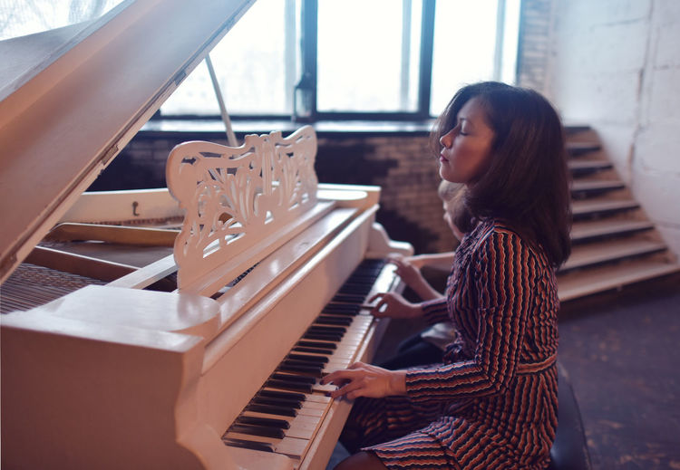 Adult Close-up Day Indoors  Leisure Activity Lifestyles Music Musical Instrument Musician One Person People Pianist Piano Piano Key Playing Real People Sitting Skill  Women Young Adult