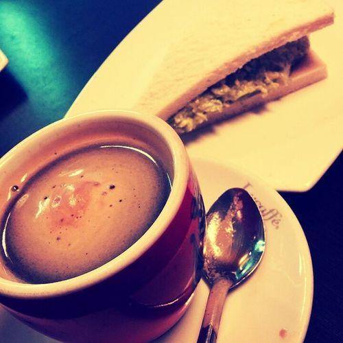Cafe y sandwuich en el GranoIV rrico cafe :3