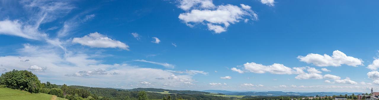 Blauer Himmel mit ein paar Wolken Görwihl Juni 2015 Beauty In Nature Blue Bluesky Cloud Cloud - Sky Cloudy Day Horizon Over Land Landscape Mountain Nature No People Outdoors Panorama Sky Tree