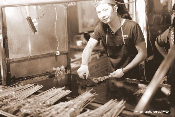 China LuoYang Snacks! Snack Attack Snack Time! Laocheng Street Photography Henan Nightlife Old Street Night Night Shots  Luoyang,china LuoYang