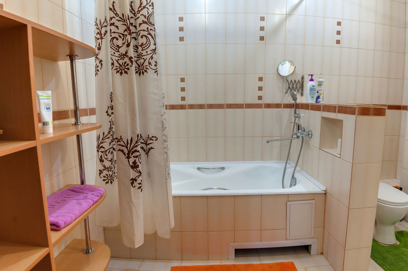 Indoors  Furniture Bathroom No People Domestic Room Absence Domestic Bathroom Home Flooring Tile Home Interior Architecture Mirror Seat Sink Empty Illuminated Window Lighting Equipment Household Equipment