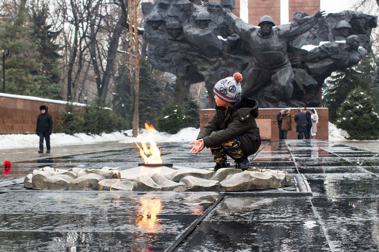 Real People Water Winter People Day Architecture Lifestyles Incidental People Wet Outdoors Rain Great Patriotic War Vandalism Generations Eternal Flame Monument
