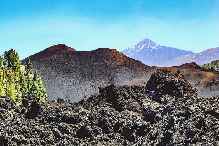 contrastes de mi isla... Contrastes Naturales Tenerife Island Tenerife Calima Mindfulness Teide National Park Canon Beauty In Nature Clear Sky Desert Snow Mountain Peak Sky Mountain Range Landscape Volcanic Landscape Volcano Volcanic Crater Active Volcano