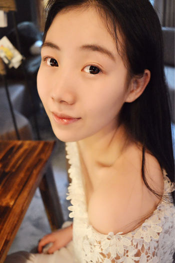 Beauty Eyes Girlfriend 拉唯咖啡