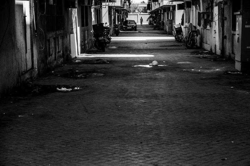 Dubai Dubai❤ FUJIFILM X-T1 Blackandwhite Dubailife Fujifilm_xseries Lines And Shapes Lines, Shapes And Curves Monochrome Monochrome _ Collection Monochrome Photography Streetphoto_bw Streetphotography