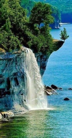 Pictured Rocks National Lakeshore, Michigan ❤️ Water Very Nice 😱😱 First Eyeem Photo I Love Travel Hello World ❤ You Follow My Eye Em 💙 I Follow Back Picture