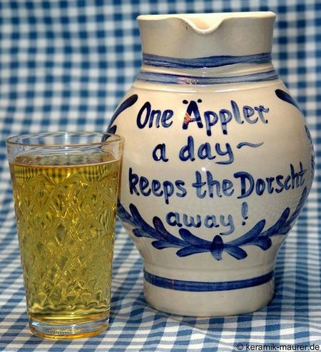 Not my picture äppler =~ One apple wine per day keeps the thirst away Applewine Gerippte Wise Words