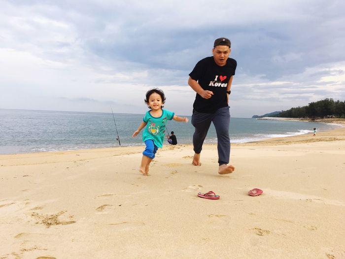 Beach Real People Sand Childhood Leisure Activity Togetherness Family With One Child Casual Clothing Bonding Father Outdoors