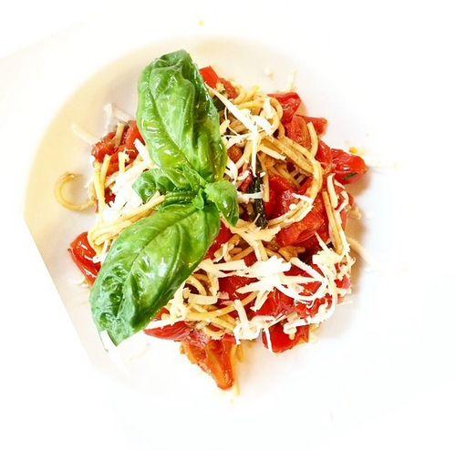 Spaghetti and tomatos and balisico Pasta Eating Spaghetti Thesmallmilano Foodporn Foodstagram Bistrot Milano