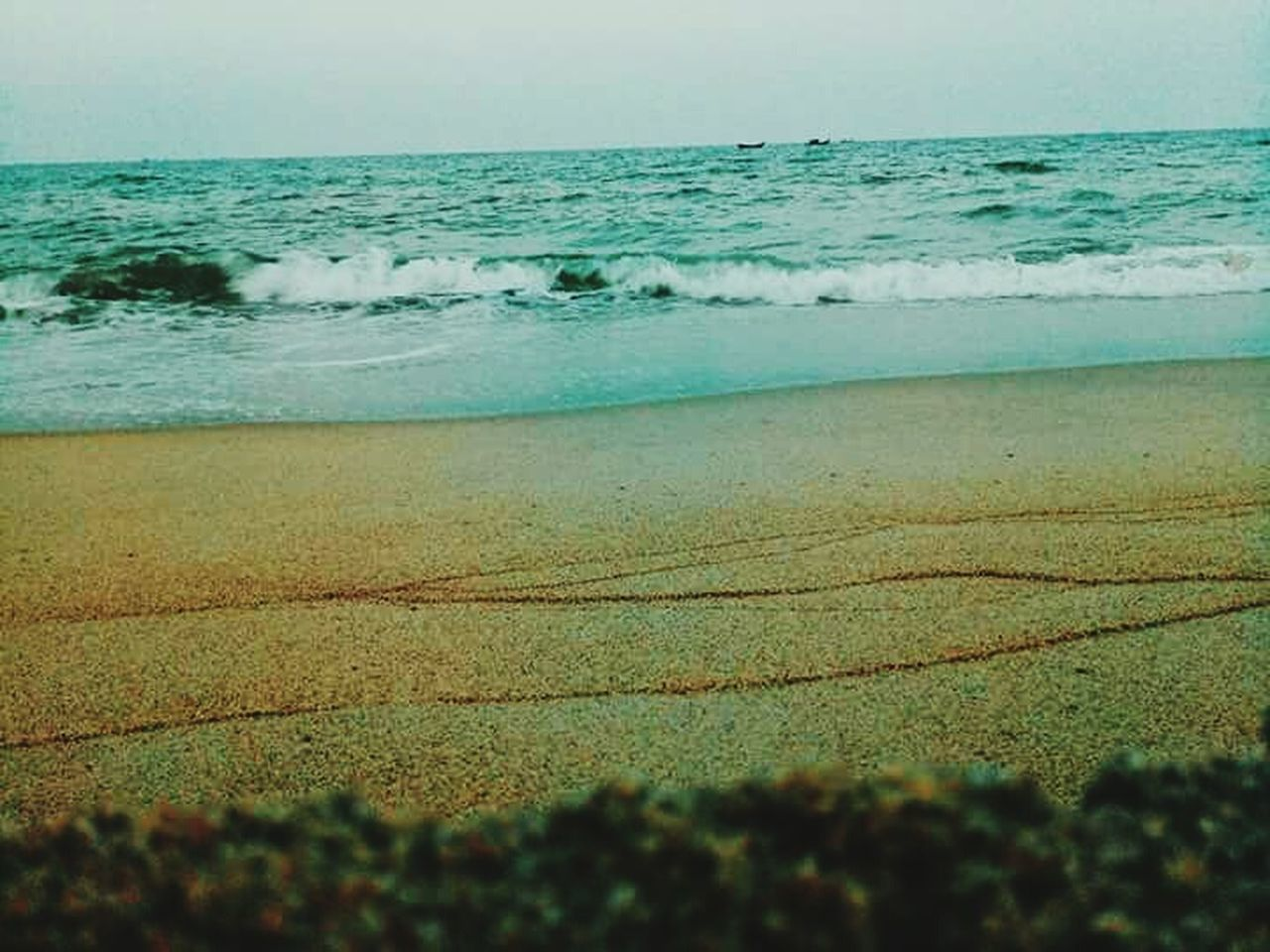 sea, beach, water, beauty in nature, wave, nature, shore, scenics, horizon over water, sand, tranquility, tranquil scene, outdoors, day, no people, vacations, sky