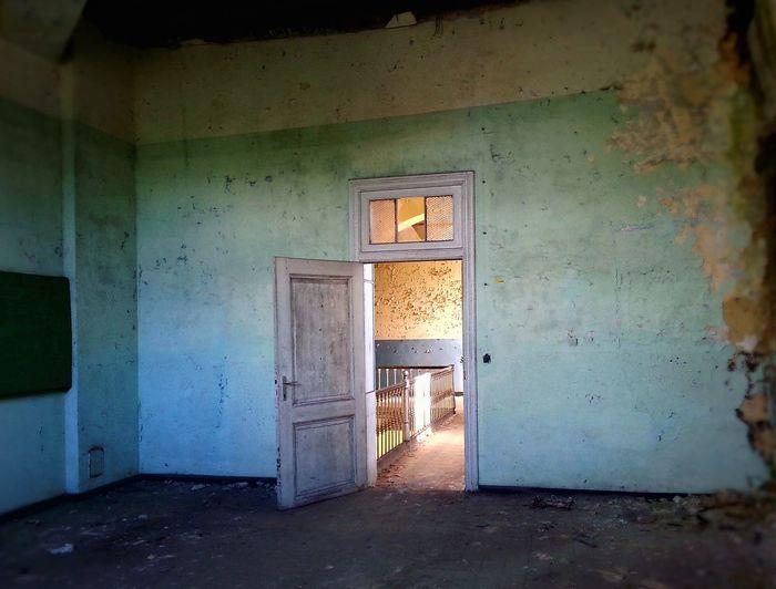 open door Urbex