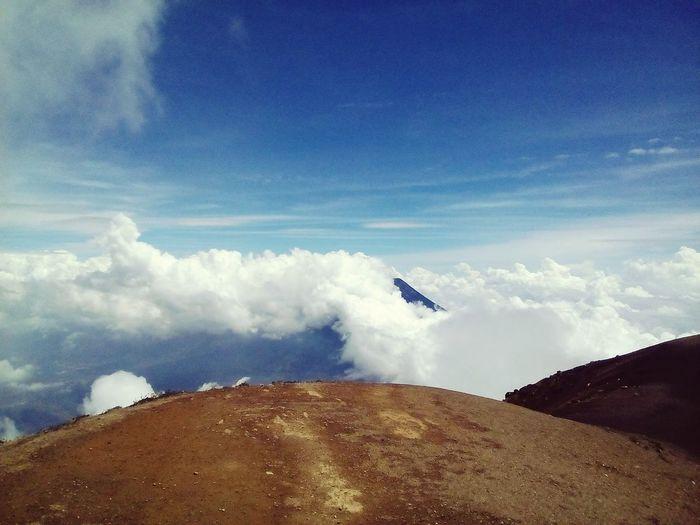 Cumbre del volcán acatenango. High top to acatenango's volcano. 3975msnm. Enjoying Life Volcanacatenango ExplorandoGuatemala Explorandoguate Quechileroguate Relaxing @xtremeClimberGt Mountain Guatemala