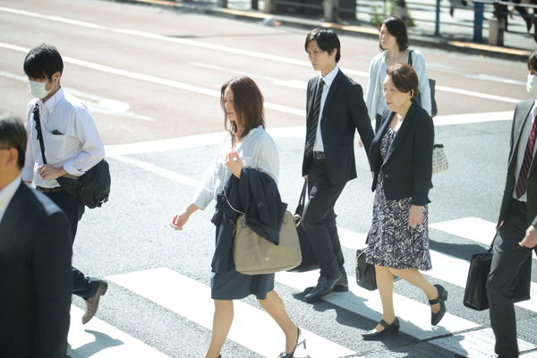 People Mature Adult Walking Mature Men Streetphotography Crossing Dailylife Japan Photography Medium Group Of People Adult Mature Women Day Men Businessman Shadow Businesswoman Commuter Business Young Adult Women Well-dressed Togetherness Outdoors Full Length