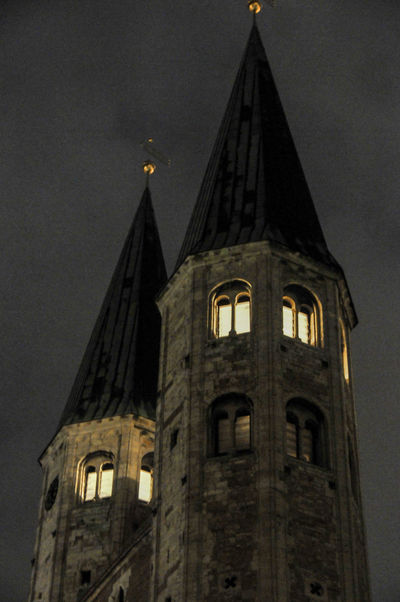 Türme der Martinikirche Braunschweig in der Dämmerung Architecture Braunschweig Church Dawn Historic History Light And Shadow Martinikirche Nikon 18-200 Nikon D300s Tower Nikon Nikonphotography