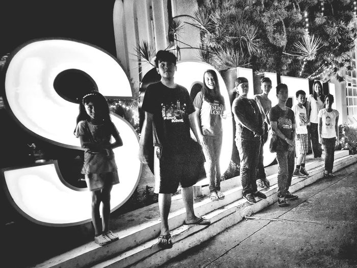 THESE Are My Friends blood :) Enjoying Life Samsung Galaxy S4 SamsungGalaxyS4 Eyeem Philippines Mobilephotography Samsungphotography Selfie ✌ Memories With Siblings Koronadal City Koronadalcity Streetphotography Black & White This is will become a photograph until the future.