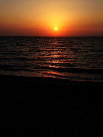 Red Sun Hello World Sungoesdown Sun Beachphotography Beach Creative Light And Shadow