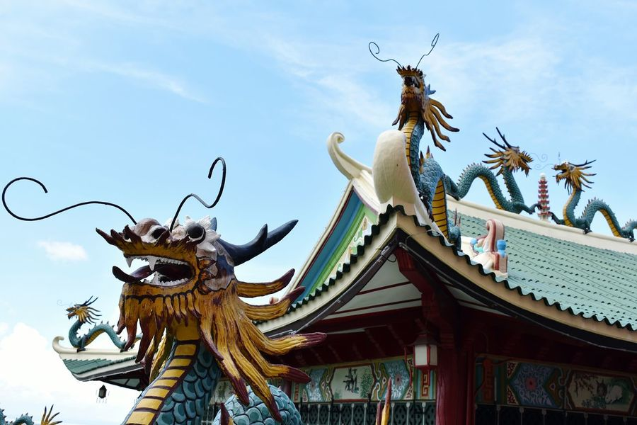Dragons in Chinese Architecture are important symbol for imperial China. It is a symbol for high social status, treasures, authority, emperor and epress. Philippines Cebu City NikonD3400 Nikonphotograhy TaoistTemple Temple - Building Chinesearchitecture Roof Roof Feature Dragons Imperial China