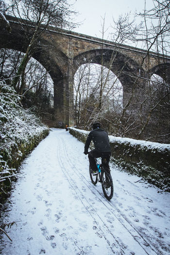 Snow in Edinburgh Christmas Dean Bridge Man Stockbridge Bridge - Man Made Structure Cold Temperature Cylcing Dean Lifestyles Real People Snow Snow, Transportation Winter