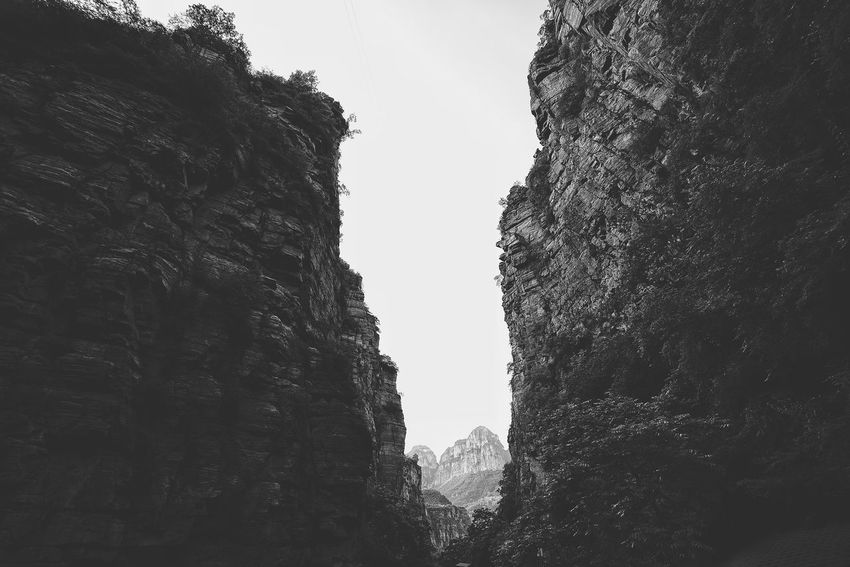 China Photos Mountain Between Vellys Bnw_captures Bnw_life Blackandwhite Black And White Landscapes On A Hike From My Point Of View Urban Nature Nature Outdoors Light And Shadow Wildlife & Nature Travel Taking Photos Mountain View Streamzoofamily The Great Outdoors - 2017 EyeEm Awards