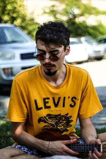 luke Young Adult Portrait Front View Casual Clothing Yellow One Young Man Only Only Men Outdoors Day Real People One Person People Adults Only Adult Tree One Man Only LEVIS™ Levis Levisummerphotography Hipster Hipster Style Hipster Glasses Hipsterboy Ukulele Friends Uniqueness