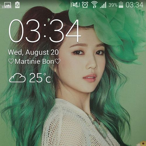 조이 My lockscreen now???? 1st time in my life that I really like a girl???? me and myself... getting worse...