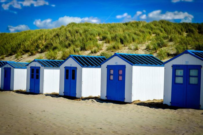 Sand Beach Blue Sky Day Outdoors Nature Tranquil Scene No People Built Structure Architecture Building Exterior Texel  Texel Island Texelstrand Horizon Over Water Sea Hütten Strandhütte Texelpics Texel, The Netherlands Hintergrundbilder Arreia Tranquility Weiss The Week On EyeEm