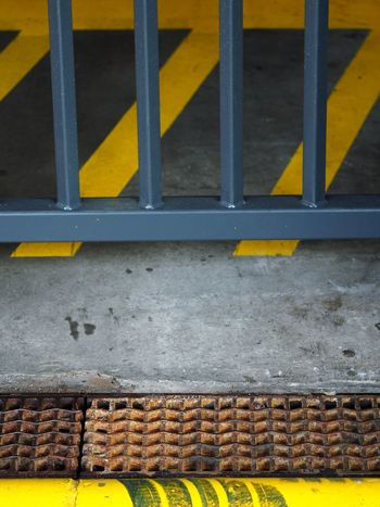 Street Minimal Minimalism Parking Garage Rotterdam Grey And Yellow 4x4 Art Is Everywhere