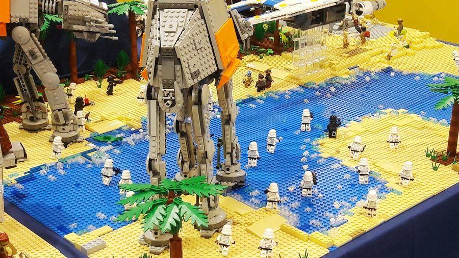 SOFA primer dia, expocisión de lego, Star wars. Starwars RoqueOne Bogotá SOFA TIME