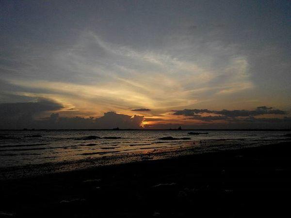 Jingga di Senja  sisi barat Balikpapan Kaltim Pocketphotography Lenovotography Sunset Balikpapanku Photooftheday Photostory Lzybstrd