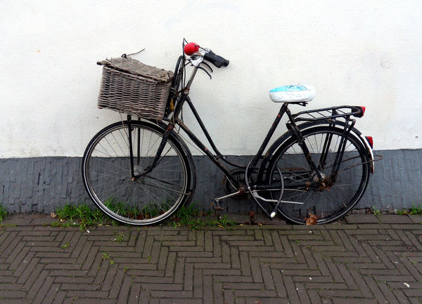 Bicycle Abandoned Transportation Stationary Basket Bicycle Basket No People Sidewalk Street The Hague, The Netherlands EyeEmNewHere