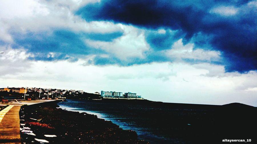 Oyle bir okul dünün ki denizin ortasında 😂😂 My School Objektifimden Hello World Enjoying Life Rain Black Rainy Days TBT  Cunda Island Okulum