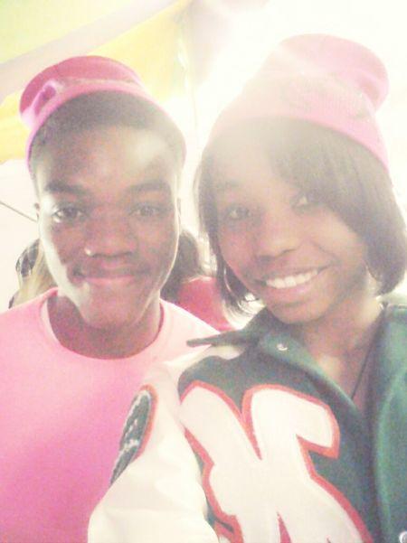 -me & krystalin @ tha carnival last week- ☆