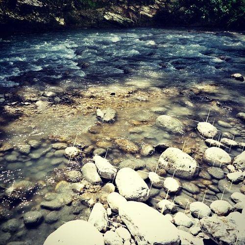 Attraversare percorsi pieni di ostacoli...come sempre..Nonmiarrendo Sassi Riva  Stone fiume orta abruzzo bolognano nature walking