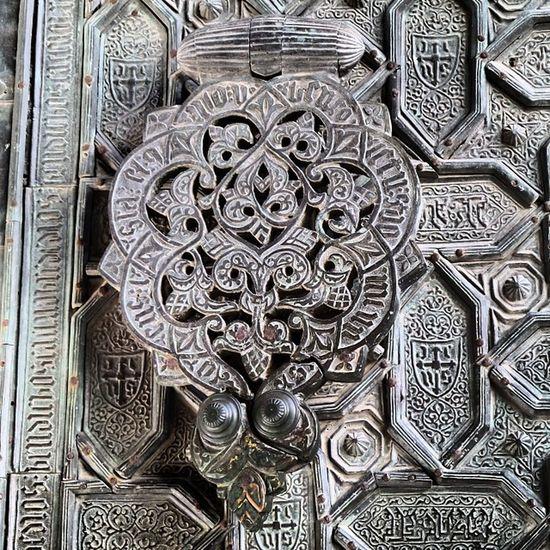 One heck of a door knocker! Lifeonthefly Córdoba @theonlyliza