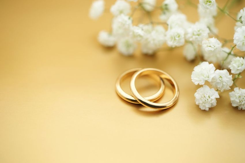 Wedding invite with rings and flowers Wedding Invitation Wedding Card Copy Space Nobody Jewelry Hochzeit Hochzeitseinladung Marriage  Wedding Ring Wedding Ring Flower Flowering Plant Jewelry Still Life Celebration No People Gold Colored Gold Love Close-up Life Events
