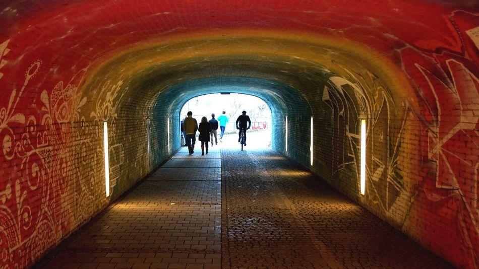 Tunnel Lichtblicke Rainbow Munich Isar