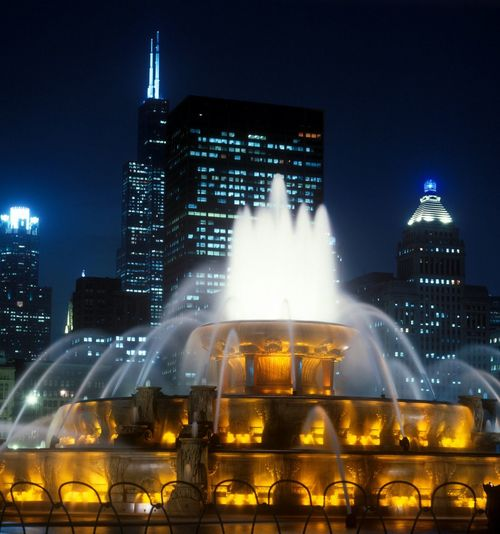 Buckingham Fountain at night Chicago, Illinois, America Buckinghamfountain Buckingham Fountain Chicago Chicago Architecture Fountain Fountains Night City Cityscapes Silouette Editorial  Nightphotography Night Lights Chicago ♥ Color Colors Close-up Yellow Gold Colorful Closeup Close Up Fountain_collection Chicago Skyline Chicago Downtown