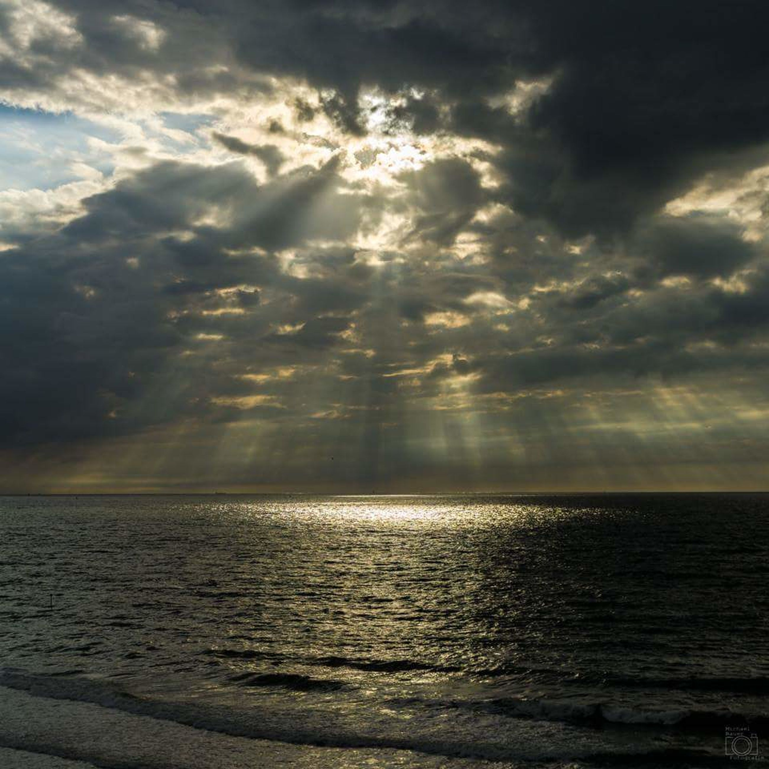 sea, tranquil scene, scenics, cloud - sky, beauty in nature, tranquility, nature, sunbeam, horizon over water, water, idyllic, sky, no people, outdoors, reflection, sunlight, beach, sunset, day, storm cloud