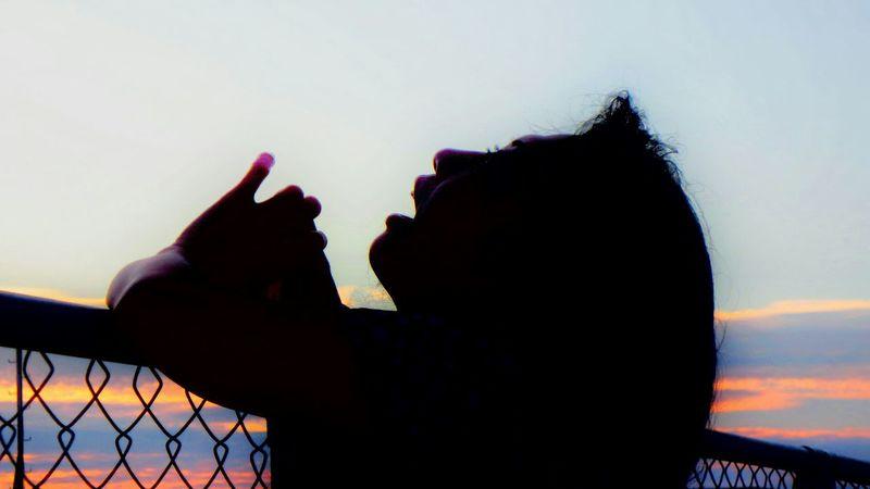 Holiday POV 杭打ち船を眺める…………ってか、youuuu!(^>^) シルエット部 Silhouette Silhouettes Silhouette_collection Silhouette_collection Eyeem Best Shots - Silhouette My Honey💕 Taking Photos Enjoying Life The Week On EyeEm EyeEmNewHere Modern Love EyeEm Japan Photography Japanese Culture Taking Pictures EyeEmBestPics EyeEm Best Shots Hello World Done That.