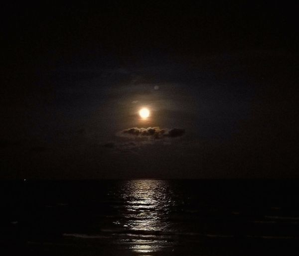 ✨🌝✨ Moonshadow ✨ Moonshadows Fullmoon Night Moon#darkness Mytravel Talktothenature Myvacation Slowlife Naturelover Travel Peace Traveller#vocation#lessismore#seaside#beach#travelling#nature#sand#life#enjoy Thailand Moment Journey Photooftheday Cozy Happy