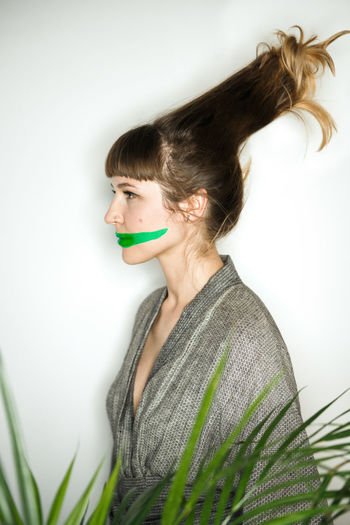 Ninja Champion Linas Was Here Makeup Plant Profile Brunette Green Leaves Green Lips Hairstyle Kimono Long Hair Model Portrait White Wall