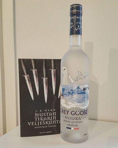 Finally in my hands! 😍 BDB JRWard Mustantikarinveljeskunta Vodka Greygoose Blackdaggerbrotherhood Weekend Friday Funday