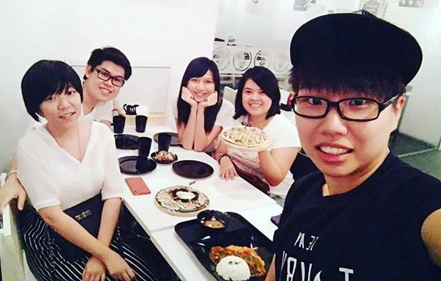 Monthly gathering with bff🍕🍕🍕 Four of us unintentionally wearing white except @erysonpeng! But black and white is perfect match!💛💛💛 Pizzadate Sundate Bffs
