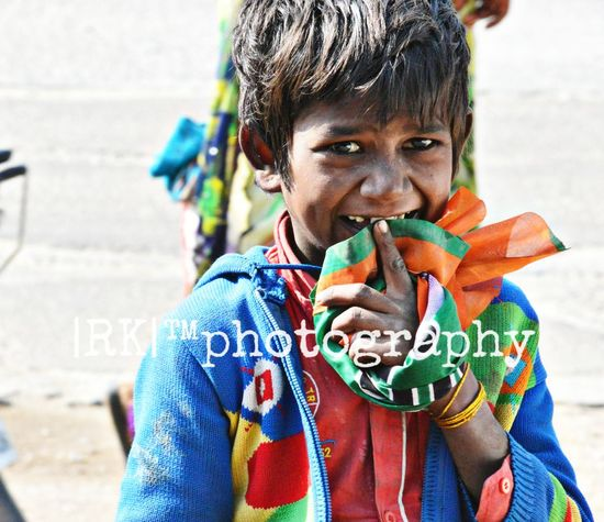 Childhood Close-up Day Happiness Holding Lifestyles Looking At Camera One Person Smiling