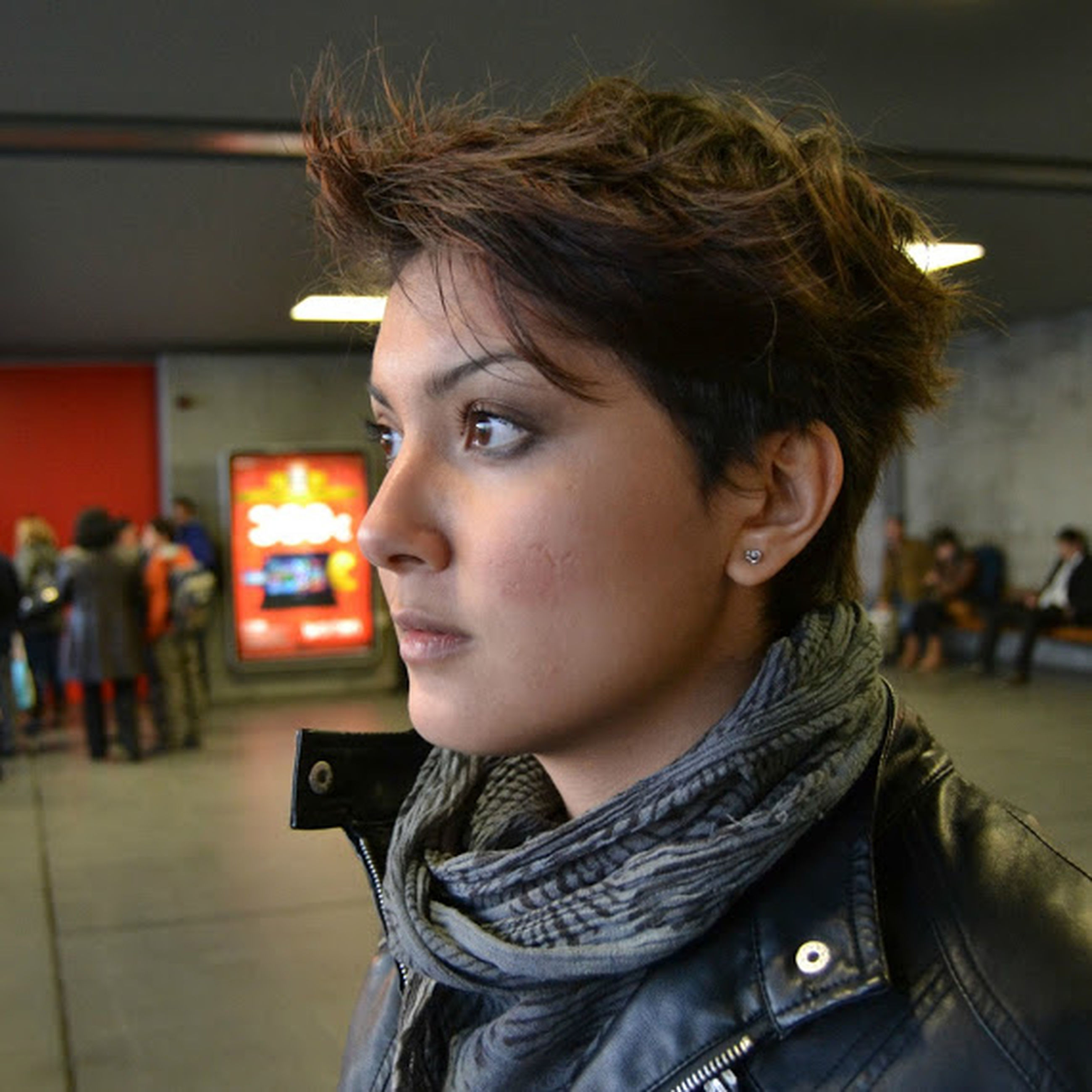 person, young adult, lifestyles, casual clothing, front view, looking at camera, portrait, leisure activity, focus on foreground, headshot, young women, smiling, indoors, side view, standing, head and shoulders